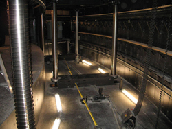 Installation of an orchestra pit in the Desjardins-Télus concert hall in Rimouski