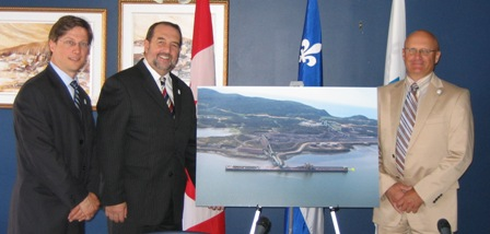 From left to right: Mr. Pierre D. Gagnon, Chief Executive Officer of the Port of Sept-Îles, the Honourable Denis Lebel, Minister of State for the Economic Development Agency of Canada for the Regions of Quebec, and Mr. Carol Soucy, Chairman of the Board of Directors of the Port of Sept-Îles.
