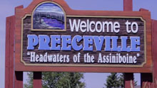 Un panneau qui indique 'Welcome to Preeceville 'Headwaters of the Assiniboine'