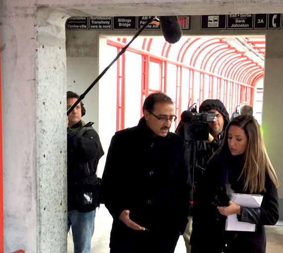Minister Sohi meeting at site of Ottawa O-Train, December 2015.